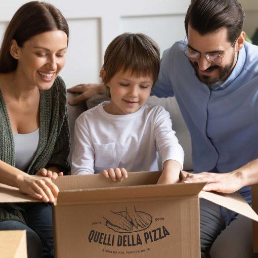 Scopri gli accessori per pizza di Quelli della Pizza. Spatole, pale e kit per una pizza come in pizzeria!