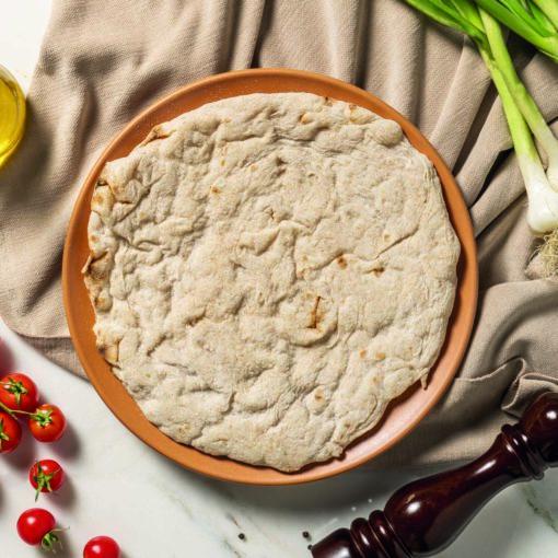 Scopri le basi per pizza ai multicereali con farine integrali di Quelli della Pizza.Impasto steso a mano e precotto.
